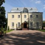 2 сентября 2013 г. открыла свои двери обновленная православная гимназия в Троице-Лыково. К началу учебного года отремонтированы кровля, стены, фасад гимназии, канализация, отопительная система, спортивный зал, классы