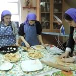 Воспитанники пекут «жаворонков» для угощения
